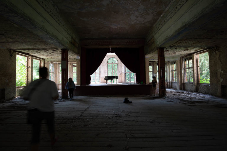 Lost Place mit Klavier